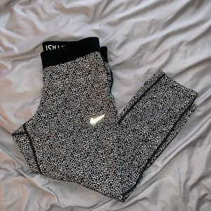 Cute pair of Nike Capri leggings